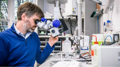 Prof. Thomas Misgeld is the director at the TUM Institute of Neuronal Cell Biology and coordinator for the SyNergy Cluster of Excellence. Image: ediundsepp